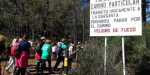 Atravesando la Garganta, finca que tiene cortado el tránsito de 12 caminos públicos