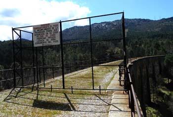 El polémico cierre que impide el acceso al antiguo viaducto de Minas del Horcajo