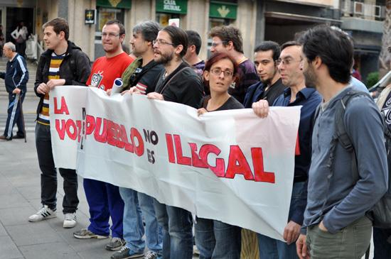 20 de mayo: pancarta el día de la rueda de prensa tras denegarse la concentración