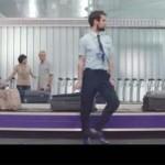 Brincos y zapatetas en el Aeropuerto de Ciudad Real para anunciar un chocolate inglés