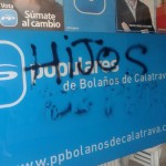 Aparecen pintadas insultantes en la sede del PP de Bolaños