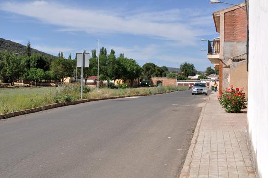 Calle que los alumnos atraviesan para accder a la pista municipal