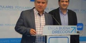 El presidente provincial del PP, Carlos Cotillas, compadece ante los medios tras conocer los resultados