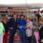Carmen Quintanilla, Francisco Cañizares y Cristina Molina visitan el mercadillo de Viso del Marqués