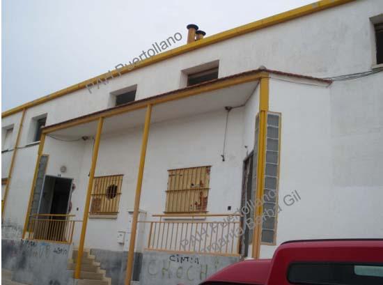 Una de las viviendas sociales expoliadas en Puertollano