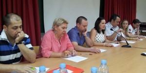 Rosa y Juan Carlos, padres de Sergio, en el centro de la imagen, acompañados de la directiva de la asociación (archivo)
