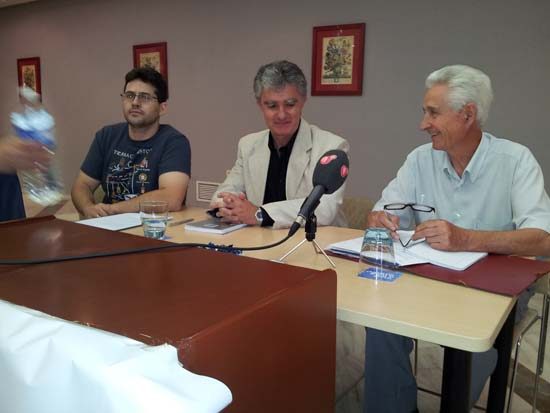 Sánchez Calderón (derecha), acompañado de Gonçalves, (centro)