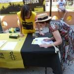Amnistía Internacional recoge firmas en Ciudad Real contra dos casos de tortura