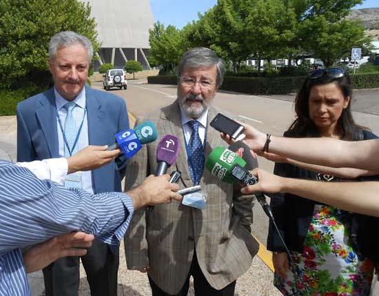 De izquierda a derecha: Andrés Fernández Lozano, Alfredo García Aránguez y Lourdes Rodríguez