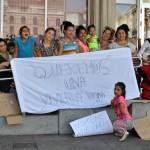 Ciudad Real: Familias gitanas se concentran junto al Ayuntamiento para reclamar una vivienda digna