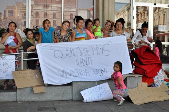 familias-gitanas-en-el-ayuntamiento-03