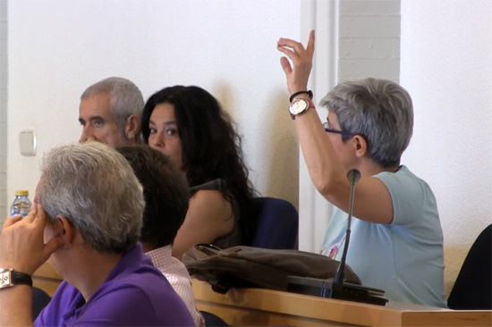 Carmen Soánez vota a favor del referéndum