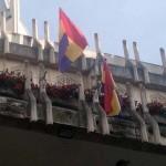 Ciudad Real: La policía identifica a cinco personas, entre ellas la portavoz municipal de IU, por engalanar la balconada del Ayuntamiento con la bandera de la II República