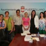 """La alcaldesa se reúne con miembros de la popular página de Facebook """"Puertollaneros, ciudadanos de a pie"""" y responde a sus preguntas"""