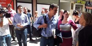 Pedro Sánchez, en una de sus visitas a Puertollano, con Mayte Fernández (archivo)