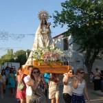 La procesión de la Virgen de las Nieves cierra las fiestas patronales de Cinco Casas