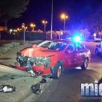 Ciudad Real: Un vehículo se sale de la vía e impacta contra una farola en la rotonda del cubato