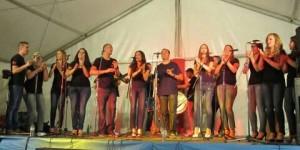 Puntito Kanalla y Las Kanallas, durante una aparición conjunta en las fiestas de septiembre de Puertollano