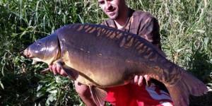 Carpa Royal de 12,800 kilos pescada por Óscar en el Guadiana (capturada con dos maíces Moster Crab y una chufa XL de melon-miel de Arapaima Fishing)