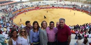 Casero, en el centro, acompañada de diversos cargos del PP