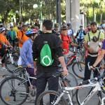 Ciclistas y patinadores tienden un puente imaginario entre Ciudad Real y Miguelturra