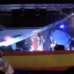 Sustazo: La cantante María Toledo y su banda se salvan por los pelos de acabar aplastados por el escenario