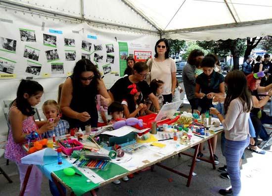 Uno de los stands más demandados fue la zona infantil en la que integrantes de la Plataforma Ciudadana realizaron una intensa actividad.