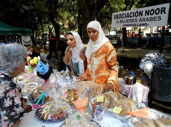Stand de la asociación Noor, mujeres árabes de Puertollano