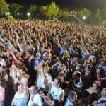 Valdepeñas bate con éxito el brindis por parejas más grande del mundo con más de 4.000 personas