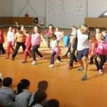 Porzuna: Los alumnos del CEIP Nuestra Señora del Rosario se suman a la animada mañana de cardiobox