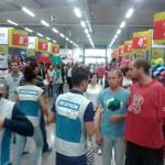 Para bien o para mal, Decathlon en Ciudad Real: Los empleados de la multinacional francesa ovacionan a los primeros clientes