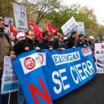 Puertollano toma la Castellana al grito de «Elcogas no se cierra» y los sindicatos marcan la línea roja que separa de la huelga general