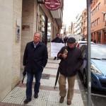 Los concejales de Puertollano declaran ante el juez: Rodríguez y Pizarro esquivan a prensa y manifestantes, y Sánchez da la cara