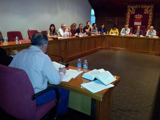Vázquez Calvo, en el último pleno, al que faltaron los grupos de PP e IU