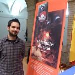 Álvaro Roma presenta su ópera prima, 'El enjambre del cielo', arropado por Serendipia