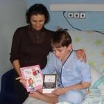 Los niños ingresados en el Hospital Mancha Centro disfrutan con 'Pablo García Policía' y 'Aneta Poeta'