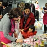 Comienza la semana rosa de AMUMA: El mercadillo solidario abre sus puertas en la calle Alarcos