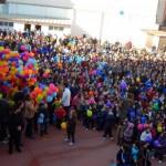Alumnos del Colegio Hermano Gárate sueltan mil globos para anunciar el bicentenario del nacimiento de Don Bosco