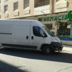 Un furgoneta choca contra varios vehículos en la calle Pedrera Baja