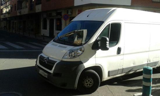 furgoneta-calle-pedrera-02