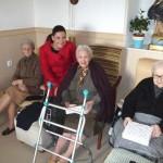 La alcaldesa de Puertollano visita a las mayores de la Residencia de las Hermanas de la Cruz