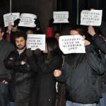 Protestas contra Cospedal durante la inauguración de la ampliación del Museo del Quijote
