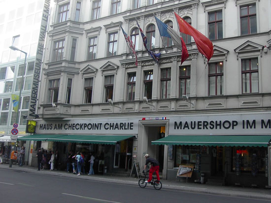 rv_Haus_am_Checkpoint_Charlie_museum