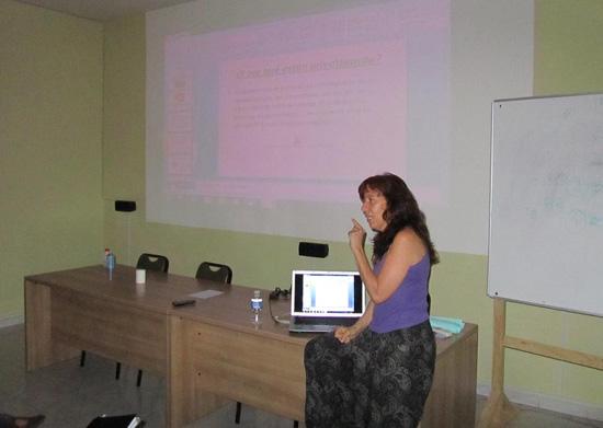Inmaculada García durante una charla en Villarrubia de los Ojos
