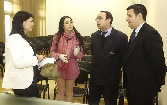 F nebre concentraci n ante el ayuntamiento de puertollano los trabajadores del tanatorio virgen - Tanatorio valdepenas ...