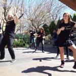 «Enchuflados» a la salsa: La presentación del Latin Festival revoluciona el Paseo de San Gregorio de Puertollano