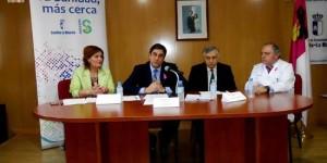 Echániz explica a los asistentes el proyecto del futuro hospital en Puertollano