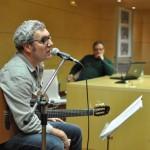 """Miguel Reguillo canta sus prosaicos delirios """"para limpiarse el culo"""""""