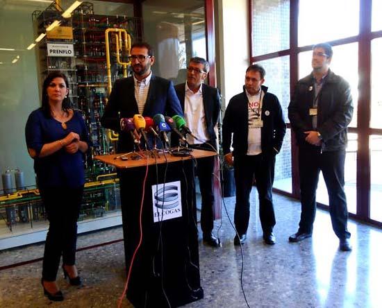 Sergio Gutiérrez atendiendo a los medios