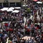 """Miles de personas se reúnen en torno al """"juego de las caras"""" en Calzada de Calatrava"""